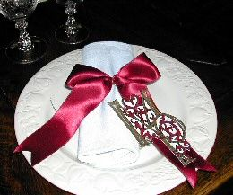 napkin decoration with place card with initials