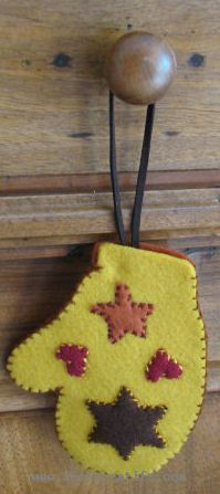 Felt mitten applique design