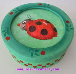 3D-effect ladybug paper napkin applique technique design