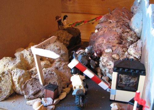 Lego Indiana Jones figures: mountainside scene